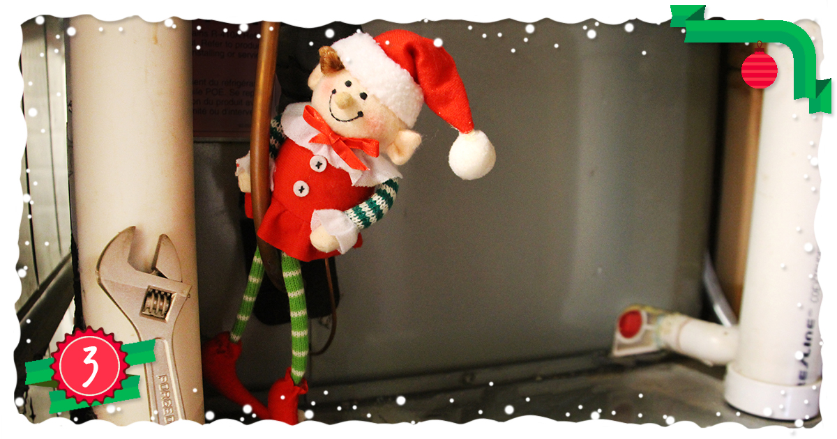 14 ways your elf can ruin your holidays-3