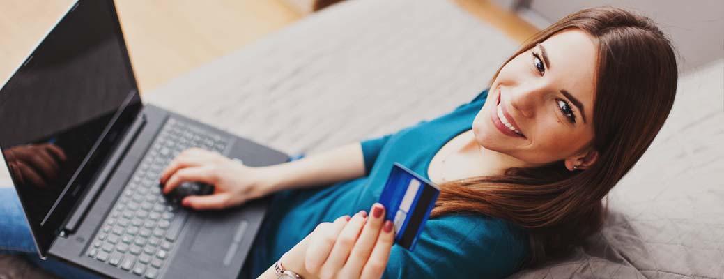 5 Times You Shouldn't Pay With Your Credit Card thumbnail