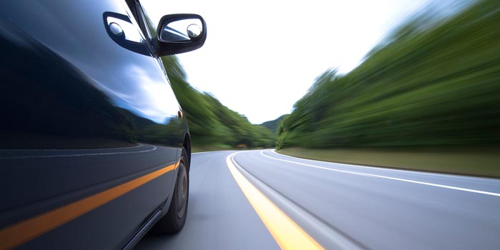 8 Little-Known Driving Courtesies From Across the US header image