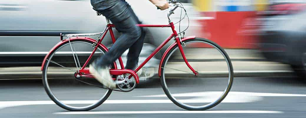 Your Guide to Sharing the Road With Bikes header image