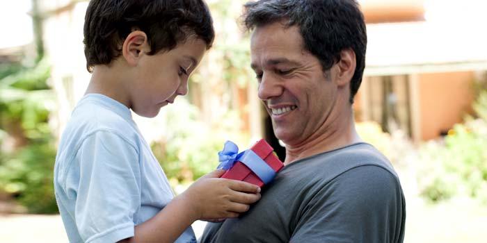3 Reasons to Give Life Insurance as a Gift This Holiday Season thumbnail