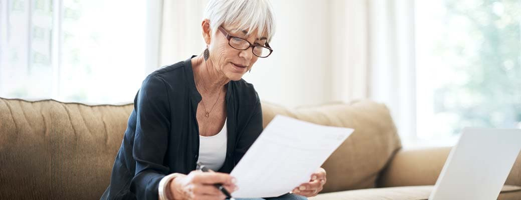 Organizing Your Finances After Your Spouse Had Died thumbnail