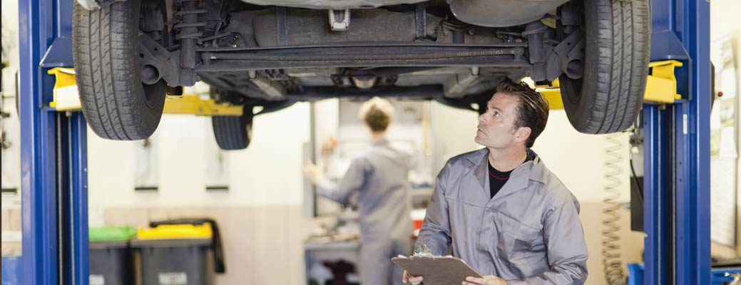 Infographic: A Vehicle Maintenance Checklist That's Easy to Follow